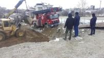 İTFAİYE ARACI - Denizli'de İtfaiye Aracı Çamura Saplanınca Felakete Ramak Kaldı