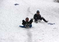 Düzce'de Kar Yağışı En Çok Çocukları Sevindirdi