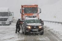 KAR LASTİĞİ - Kahramanmaraş'ta Kar Esareti
