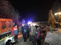 Kar Nedeniyle Yolda Mahsur Kalanların Yardımına AFAD Ekibi Yetişti