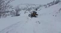 Kar Yolları Kapattı, Greyder Bile Kara Saplandı