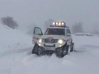 Kar Yolları Kapattı, Hastaya 2 Saatlik Çalışmayla Ulaşıldı