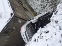 AĞIR YARALI - Karda Kayarak Evin Bahçesine Uçan Otomobilin Sürücüsü Öldü