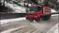 İTFAİYE MÜDÜRÜ - Karla Kapanan Yoları Deniz Suyu İle Açıyorlar