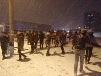 OYUN HAVASI - Konya'da Üniversite Öğrencileri Kar Altında Halay Çekti, Kar Topu Savaşı Yaptı