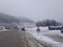 KAR LASTİĞİ - Kozan'da Kar Yağışı Nedeniyle Araçlara Zincir Zorunluluğu