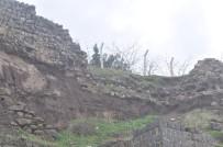 Şanlıurfa'da Tarihi Kalenin Surları Yağışlara Dayanamadı