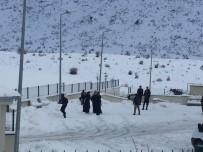 Sincik'te Okullar Tatil Edildi