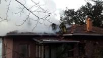 İTFAİYE ERİ - Üsküdar'da Yangına Müdahale Eden İtfaiyeci Çatıdan Düştü