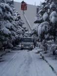 ONARIM ÇALIŞMASI - 300 Ekip 176 Araçla Yoğun Kış Şartlarıyla Mücadele Ediyor