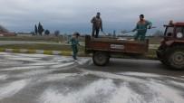 AHMET AKıN - Burhaniye'de Buzlanan Yollarda Tuzlama Çalışması Yapıldı