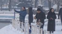 HIKMET ŞAHIN - Buz Tutan Havuzu Görenler Hayran Kaldı