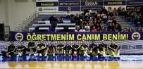 KADIN BASKETBOL TAKIMI - Fenerbahçe Hayatını Kaybeden Ceren Damar Şenel İçin Pankart Açtı