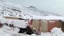 Hakkari'de Halı Sahanın Çatısı Kar Nedeniyle Çöktü
