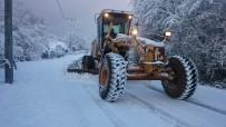 GÖKÇEÖREN - İzmit'te Karla Mücadele Hız Kesmeden Devam Ediyor