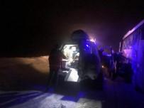 Kar Ve Tipi De Midibüste Mahsur Kalan  25 Yolcu Kurtarıldı