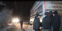 Kar Ve Tipide 200 Hayvanla Mahsur Kalan Tır Sürücüsü Kurtarıldı