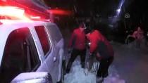 Karda Mahsur Kalan Pazarcıları Ekipler Kurtardı
