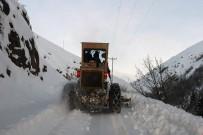 SERVİS ARACI - Nevşehir'de Kapalı Köy Yolları Açıldı