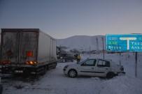 Otomobil Kamyona Çarptı Açıklaması 3 Yaralı