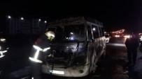Seyir Halindeki Minibüs Alev Aldı