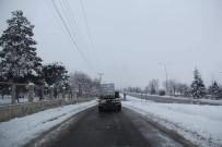 Sungurlu'da Yollara Buzlanmaya Karşı Solüsyon