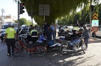 Adana'da Motosiklet Sürücülerine Denetim