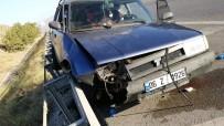 Bariyerlere Çarpan Otomobildeki Kadının Ayağı Koptu