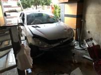 Otomobil Pastaneye Daldı Açıklaması 6 Yaralı