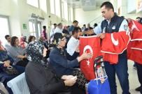 Barış Pınarı Operasyonuna Destek İçin Türk Bayrağı Dağıtıldı