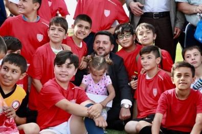 Belediye Başkanı Arı'dan Mahallelere Spor Tesisi Müjdesi