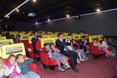 Erciş'teki Öğrenciler İlk Kez Sinemayla Buluştu