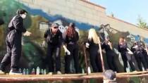 'İstiklal Yolu'nda Yaşananları Duvara Resmediyorlar