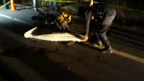 Motosiklet Çarptı Otomobilin Altında Kaldı Açıklaması 1 Ölü 2 Yaralı