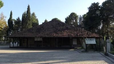 Sekiz Asırlık Çivisiz Camide Mehmetçik İçin Dua Ettiler