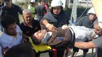 TRAFİK IŞIĞI - Söke'de Turistleri Taşıyan Midibüs Kaza Yaptı Açıklaması 4 Yaralı