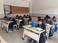 Akdağmadeni Anadolu Erkek İmam Hatip Lisesinden Mehmetçiğe Dualı Destek