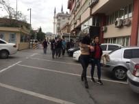 Çete Üyesi Kadın Şoförleri Oyalarken, Diğer Üyeler Kamyonları Çalmış