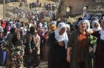 Teröristlerin Havan Toplu Saldırısı Sonucu Şehit Olan Anne Ve İki Kızı Yan Yana Toprağa Verildi