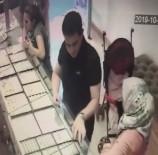 1'İ Kadın 2 Kişi Müşteri Kılığında Böyle Hırsızlık Yaptı