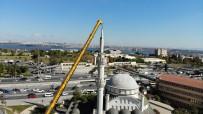 Avcılar'da Hasarlı Minarenin Sökülme Anı Havadan Görüntülendi