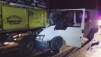 Gaziantep'te Midibüs İle Traktör Çarpıştı Açıklaması 5 Yaralı