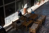 HAVAN MERMİSİ - Havan Mermisi Basın Mensuplarını Haber Yazarken Yakaladı