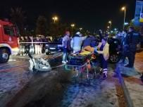 Hurdaya Dönen Otomobildeki Sıkışanları İtfaiye Çıkarttı