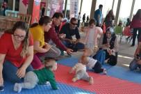 ÇOCUK ŞENLİĞİ - Karesi'de Bebek Emekleme Yarışmasında Renkli Görüntüler Oluştu