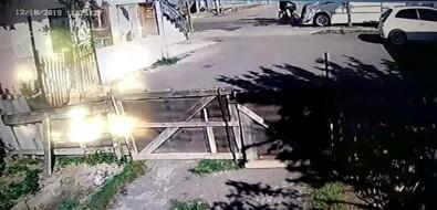 Pendik'te 15 Yaşındaki Çocuğun Kullandığı Minibüs Bisikletliye Böyle Çarptı
