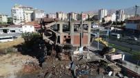 MEHMET ÇıNAR - Yeşilyurt'ta Riskli Binalar Yıkılıyor