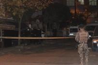 ZIRHLI ARAÇ - Beyoğlu'nda Bir Dükkanın Önüne 'Ses Bombası' Atıldı