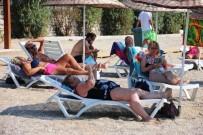 BITEZ - Hava Sıcaklığı 30 Dereceye Çıktı, İnsanlar Sahillere Akın Etti