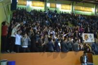 Maç İzlemeye Geldikleri Spor Salonunda Tezahürat Yerine 'Şehitler Ölmez, Vatan Bölünmez' Sloganı Attılar